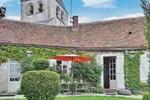 Апартаменты Holiday home Yevre le Chatel AB-1414