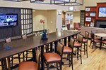 Отель Hampton Inn & Suites Charlotte-Airport