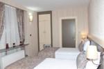 Отель Hotel Karaca