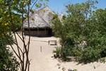 Отель Barefoot Beach Camp