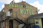 Отель Bridgeview Motel
