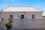 Апартаменты Historic Central Cottage In Warrnambool