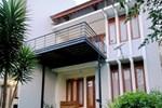 De Villa Mawar Dago