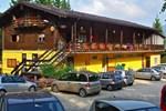 Отель Camping Yoghi e Bubu