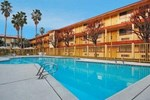 Отель Quality Inn & Suites Bakersfield