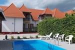 Апартаменты Apartment Balatongyorok 2