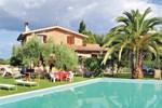 Апартаменты Holiday home Fabrica di Roma 87 with Outdoor Swimmingpool