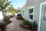 Апартаменты RedAwning Holmes Beach Cottage 200