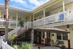Отель Silver Sands Motel