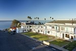 Отель Tides Oceanview Inn and Cottages