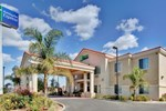 Отель Holiday Inn Express Delano Highway 99