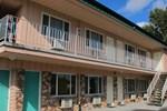 Отель Riverside Inn & Suites