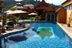 Отель Golden Teak Resort Baan Sapparot