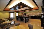 Отель La Quinta Inn & Suites Bryant