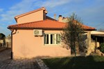 Отель Holiday home Galižana