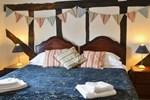 Апартаменты Tudor Cottage