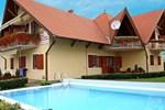 Апартаменты Two-Bedroom Apartment Balatonmariafurdo near Lake 4