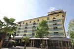Отель Ruean Phae Royal Park Hotel
