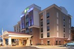 Отель Holiday Inn Express Hotel & Suites Hope Mills-Fayetteville Airport