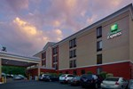 Отель Holiday Inn Express Fairfax-Arlington Boulevard