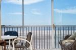 Апартаменты Castle Beach 402
