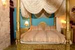 Отель Zimmer Gold And Purple Blue