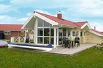 Апартаменты Three-Bedroom Holiday home in Otterndorf 7