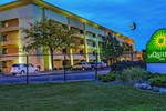 Отель La Quinta Inn & Suites Airport