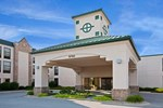 Отель Baymont Inn & Suites (formerly the Holiday Inn Express)
