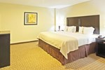 Отель Holiday Inn and Suites Rogers at Pinnacle Hills