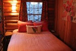 Апартаменты Log Cabin in the Woods with WiFi!