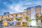 Отель Days Inn & Suites Santa Barbara