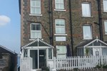 Cliff House B&B & The Moorings Apartments - Guest house
