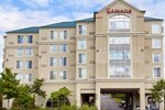 Отель Ramada Suites SeaTac Airport