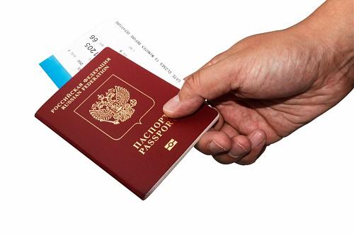 Почти половине россиян загранпаспорт не нужен