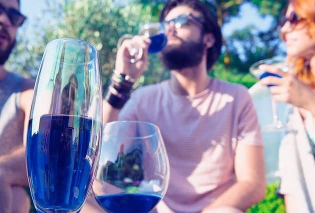 Голубое вино - новый сувенир из Испании