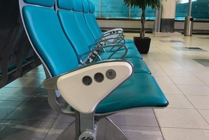 В Домодедово появились кресла с розетками