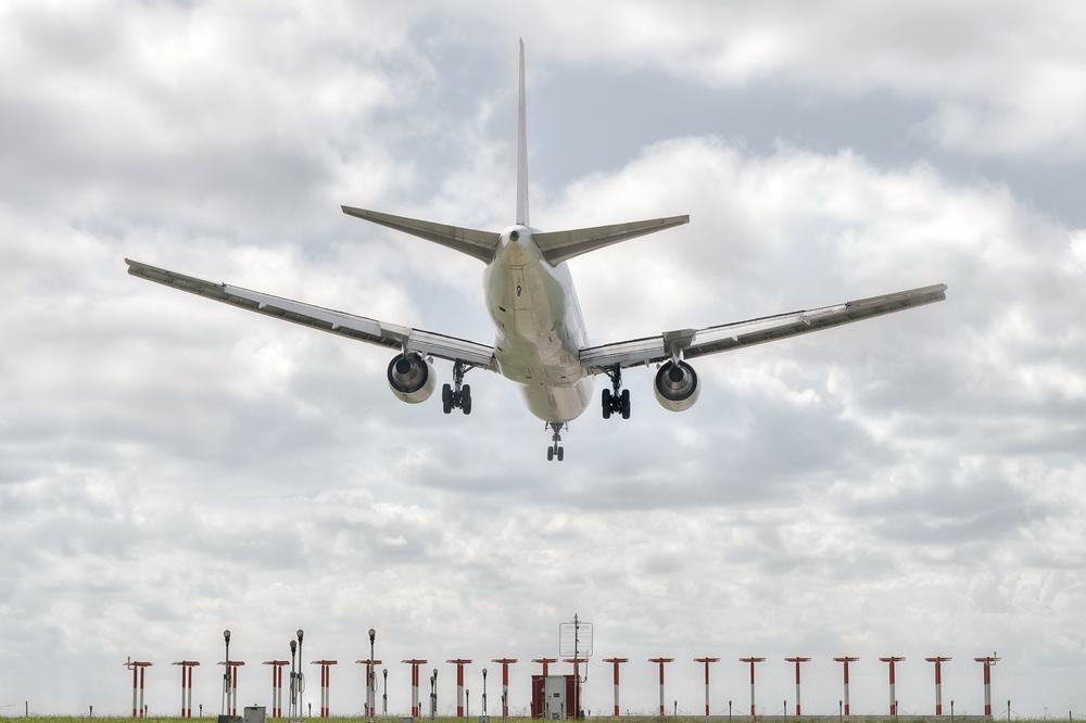 Авиабилеты за рубеж продолжают дешеветь