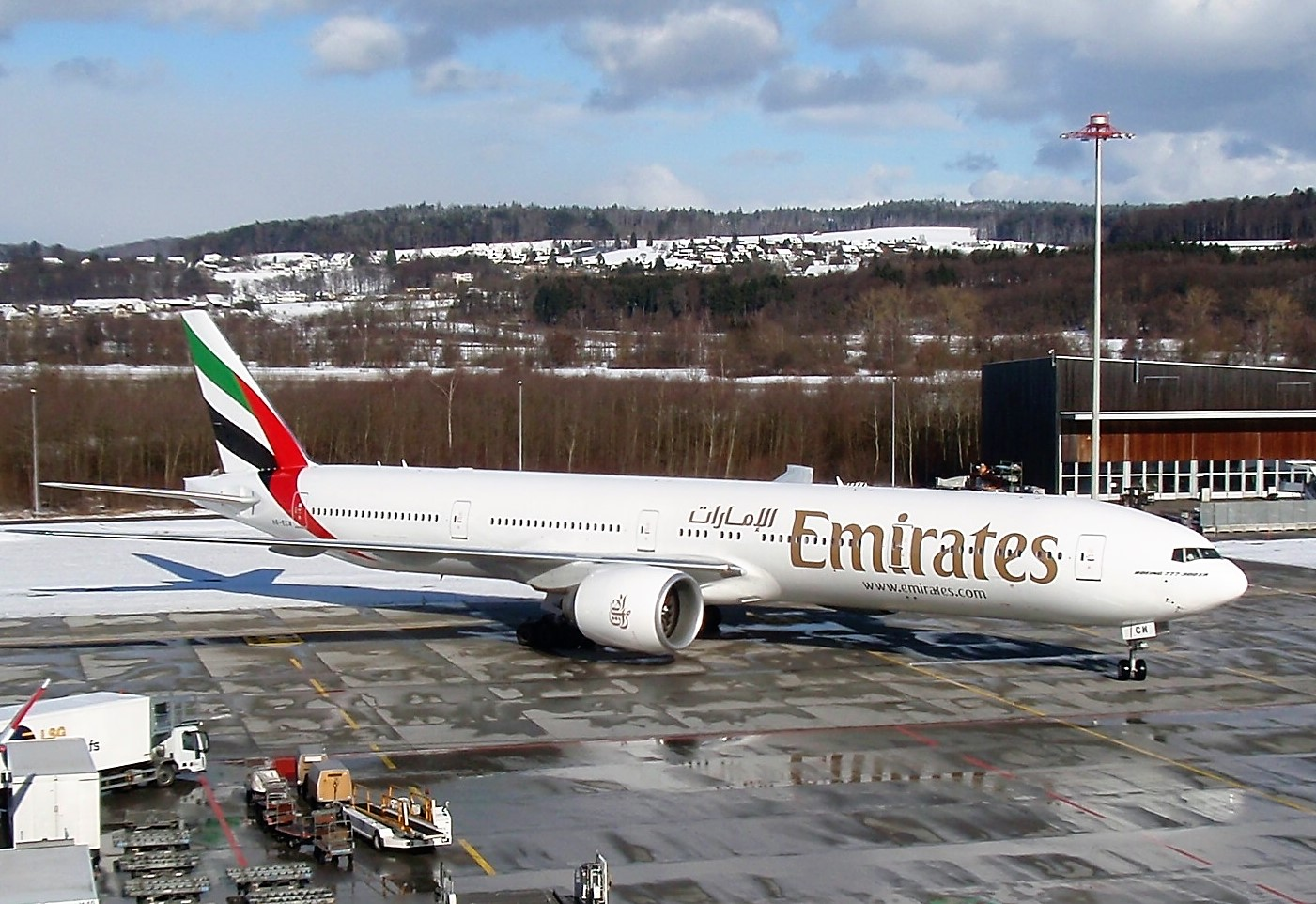 Emirates продлила действие скидок по азиатским направлениям
