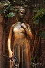 Статуя Джульетты у дома Капулетти