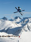 Экстремальный трюк на лыжах