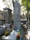 Скромная могила великого Аполлинера