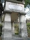 Памятник Мольеру напоминает античный театр