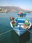 Яркая лодка в Кардамене
