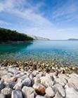 Крупногалечный пляж, остров Хвар, Хорватия