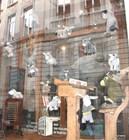 Сказочные ослики в витрине