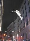 Светящиеся люди над улицей