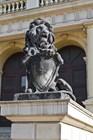 Лев у входа в здание биржи