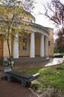 У библиотеки им. А. С. Пушкина