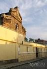 У синагоги Егие Капай